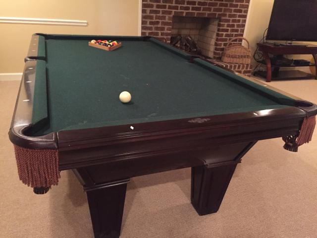 Solo 174 Winston Salem Brunswick Pool Table And Cue Sticks 56